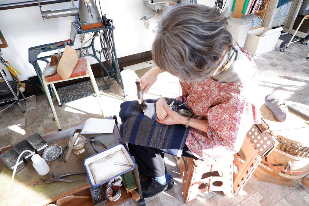 Hさん 靴教室 先芯のつり込み作業